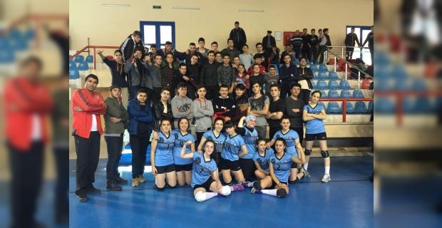 Trabzon'da liseler arası voleybol il birinciliğinde Beşikdüzü ve Sürmene ekipleri şampiyon oldu