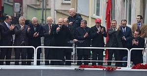 Bakan Süleyman Soylu Beşikdüzü'nde vatandaşlara hitap etti.