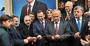 Ulaştırma ve Altyapı Bakanı Cahit Turhan Tonya'da seçim irtibat bürosu açılışına katıldı.