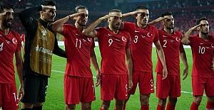 Millilerimizden Mehmetçiğe selam